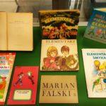 Gablota z książkami - podręczniki szkolne